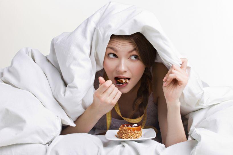 Что делать если объелся на ночь