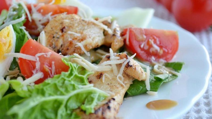 Простые и вкусные диетические салаты — 15 рецептов на праздничный стол и на каждый день