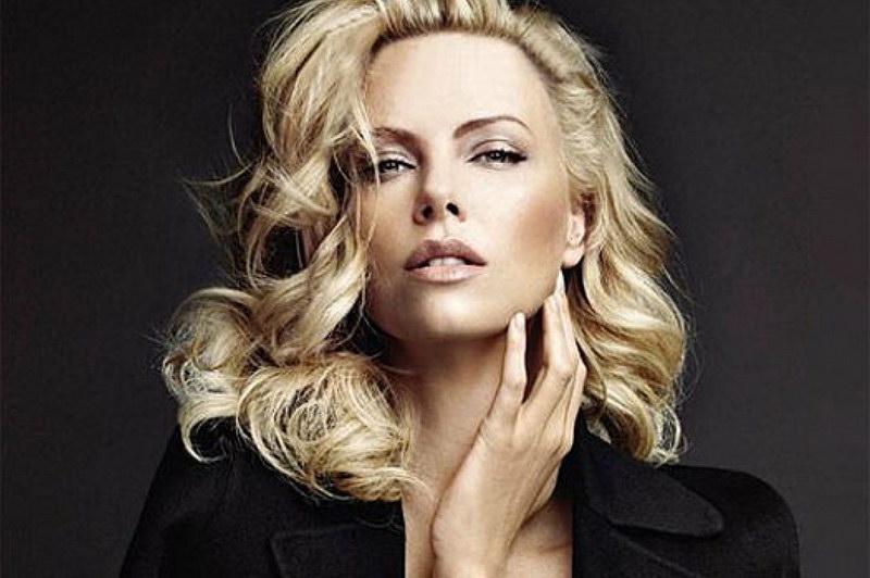 Классную тетю блондинку