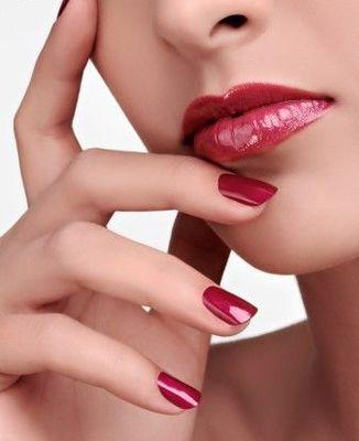 Яркие губы и ногти